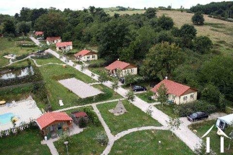 Vakantie park met eigenaars woning in de bourgogne