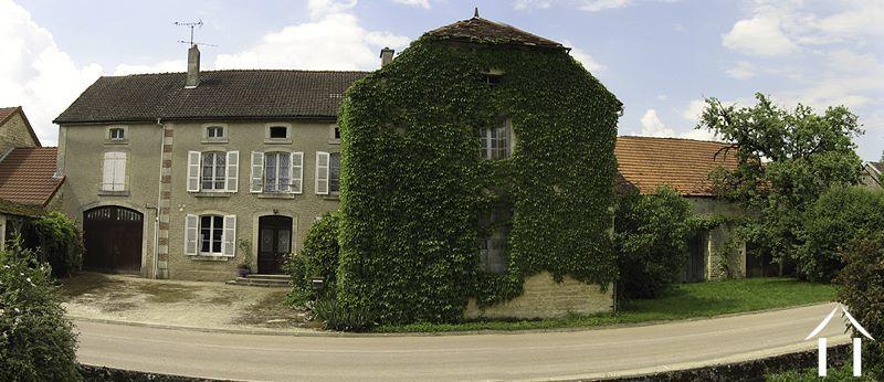 Authentiek huis te koop chateauvillain champagne ardennen for Boerderij te koop ardennen