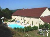 Karakteristiek huis met uitzicht en zwembad