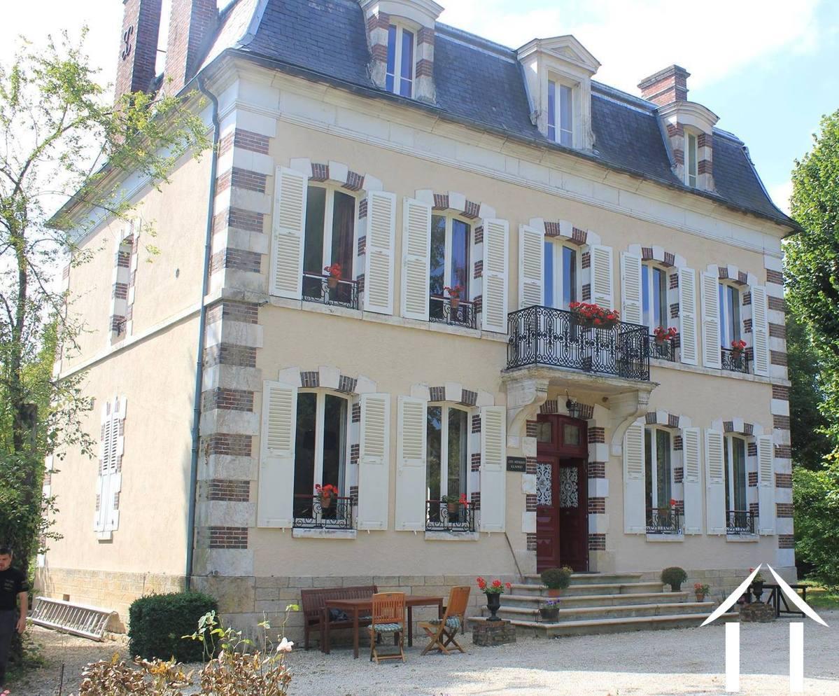 Maison de Maître te koop bellechaume, bourgondië - 8579 ...