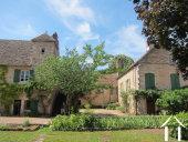 Groot huis met zwembad in gerenomeerd wijndorp.