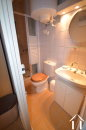 salle de douche avec toilet etage