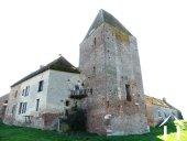 Middeleeuws kasteel met 5 hectaren grond
