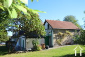Knus vakantiehuisje met schuur en grote fruitboomgaard.