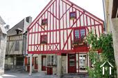 14de eeuws huis centrum Nolay, gite en chambre d'hotes