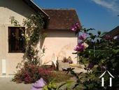 Gerenoveerd dorpshuis met grote tuin