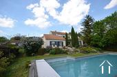 Maison moderne très lumineuse en 4 demi-niveaux avec piscine