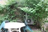 tuin met heatpump installatie