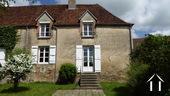 Twee huizen met mogelijkheden in charmant dorpje
