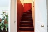 afgesloten trappenhuis naar eerste