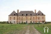 16de eeuws kasteel te renoveren op 5 hectaren