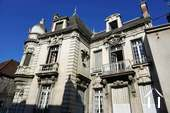 Groot huis met karakter in centrum Chagny