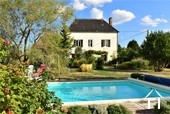 Renovated country house with barn, pool and great views