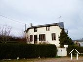 Groot familiehuis in dorp