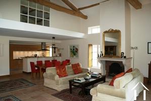 Luxe appartement met tuin en zwembad