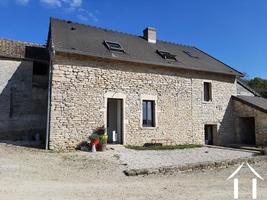 Stenen huis met hedendaags comfort, tuin en schuur